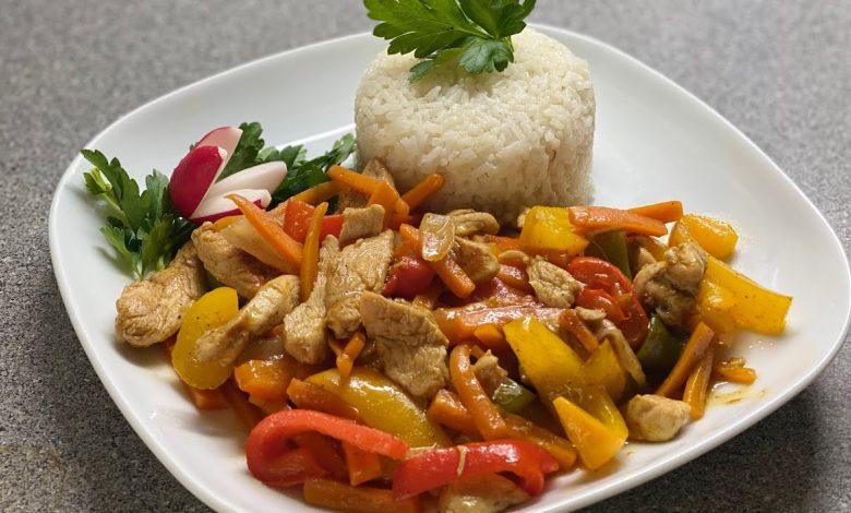 دجاج بالخضار على الطريقة التايلاندية