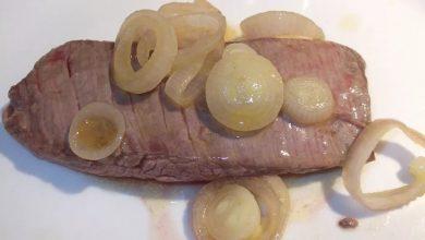 شرائح لحم بالبصل المكرمل