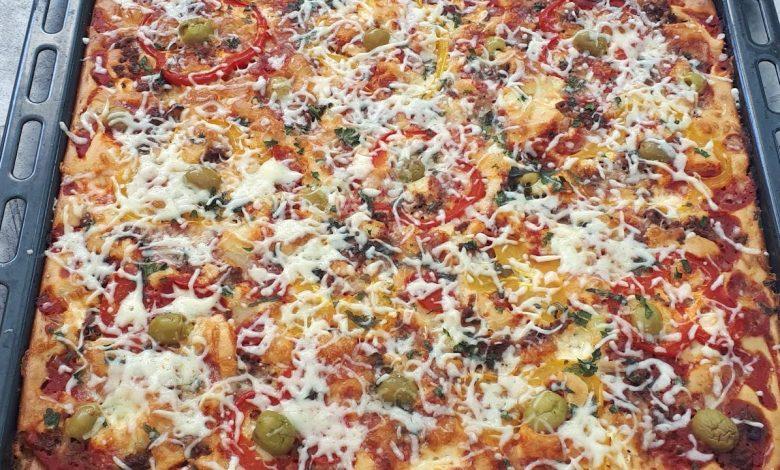طريقة عمل بيتزا سائلة بحجم عائلي