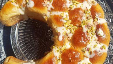 خلية النحل بالجبن على شكل هلال