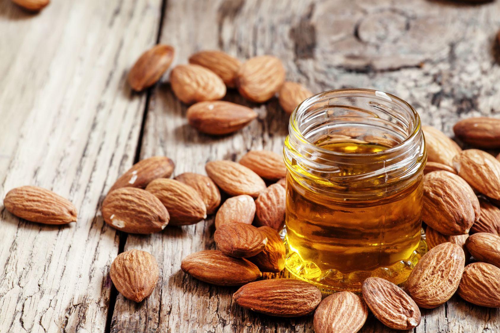 فوائد زيت اللوز الحلو للبشرة الشعر والجسم