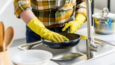 أفضل طريقة لتنظيف مقلاة غير لاصقة