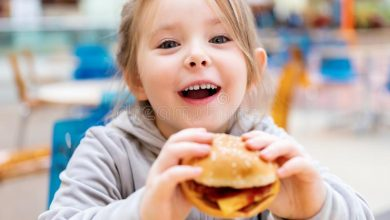 مخاطر الوجبات السريعة على الأطفال