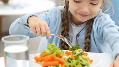 نصائح لتشجيع طفلك على الأكل الصحي