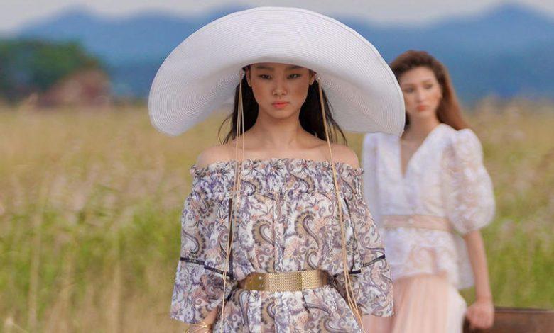 أجمل تصاميم القبعات من مجموعات صيف 2021
