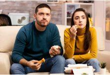 سبب الإفراط في تناول الطعام أمام التلفاز