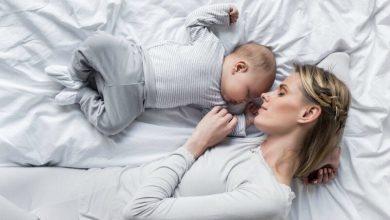 كيف أجعل طفلي الرضيع ينام طوال الليل