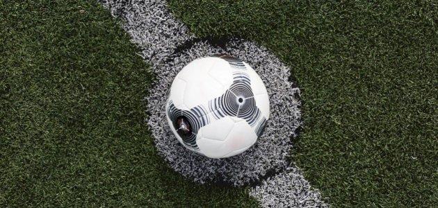 من هو مخترع لعبة كرة القدم