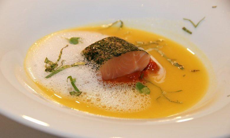 طريقة عمل حساء السمك المدخن