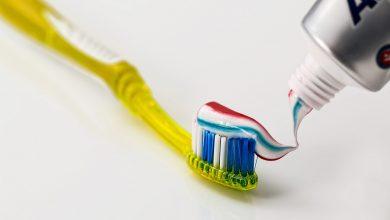 كيفية إزالة بقع معجون الأسنان
