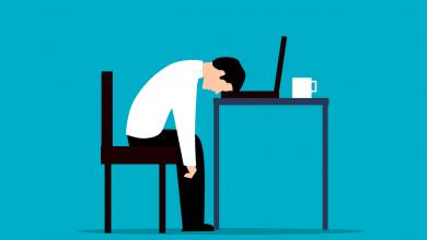 ما هو التأثير النائم في الإقناع في علم النفس الاجتماعي؟