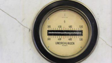 مراقبة التردد الكهربائي والتحكم فيه أثناء استعادة نظام القدرة