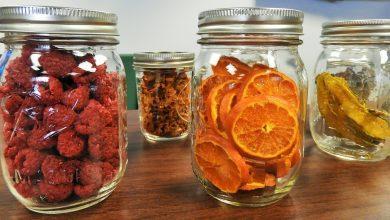 مواد وأواني تجفيف الطعام في المطبخ