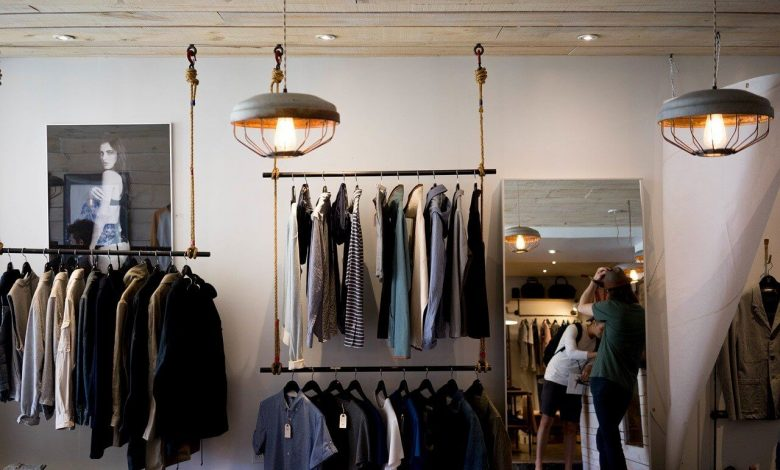 موديلات الفساتين الأساسية التي يجب أن تكون موجودة في خزانة الملابس
