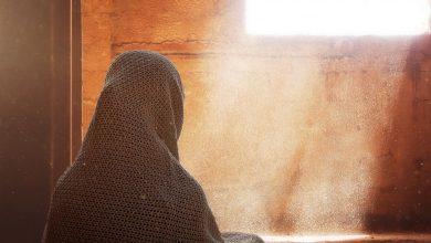 ما هي قصة ريطة بنت عمرو ناقضة الغزل؟