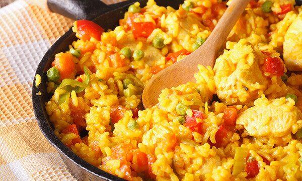 أرز على الطريقة المكسيكية بالدجاج والخضار