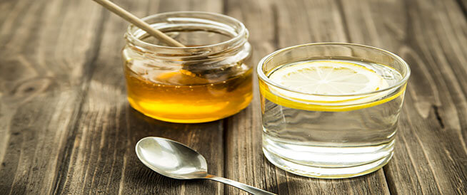 العسل والماء الدافئ