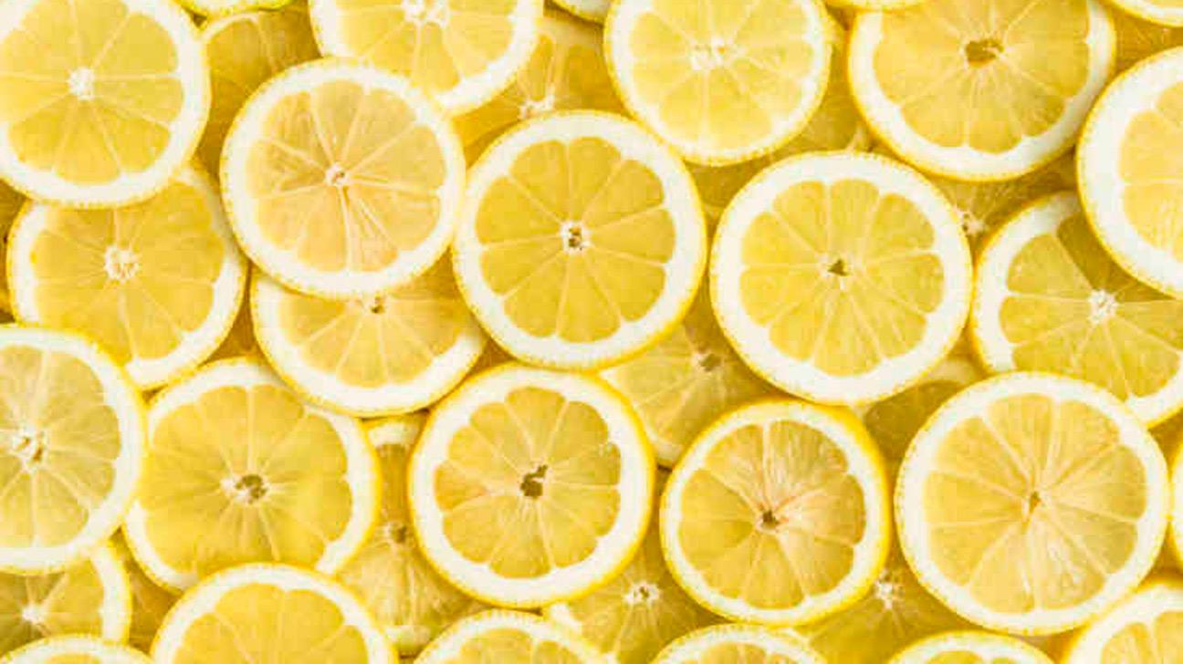 الليمونلعلاج البقع السوداء في الوجه