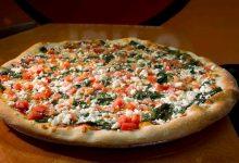 بيتزا بصلصة البيستو والجبنة