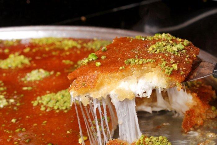 طريقة عمل الكنافة بالسميد والجبنة