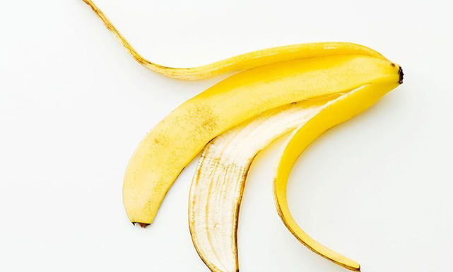 قشر الموز للتخلص من النمش