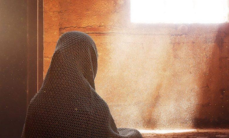 قصة دخلت امرأة النار في هرة