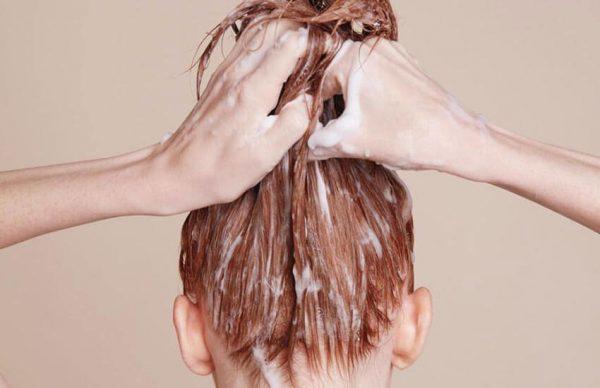 ماسك الموز والزبادي لترطيب وإصلاح الشعر المصبوغ