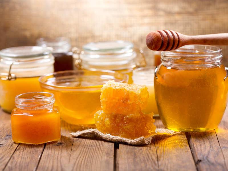 ماسك زيت جوز الهند مع العسل والشاي الأخضر لبشرة نضرة طبيعياً