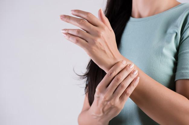 الأسباب الشائعة لألم الرسغ