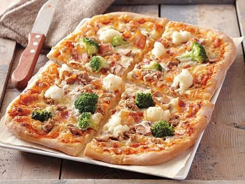 بيتزا التونة بالخضار