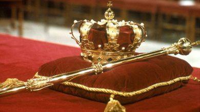 تفسير حلم الجلوس مع الملك في المنام